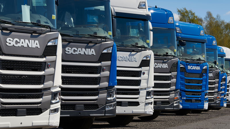 Scania Trucks in Reihe